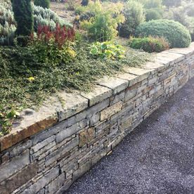 Dressed wall capping complimenting retaining wall