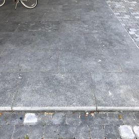 Kilkenny flamed paving complimented with cobbles